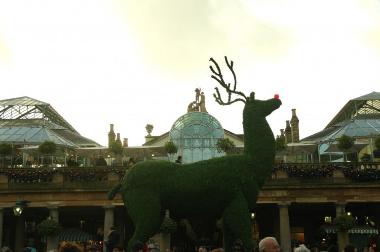 A Giant Reindeer in Covent Gardens and the London Eye! – Photos of London