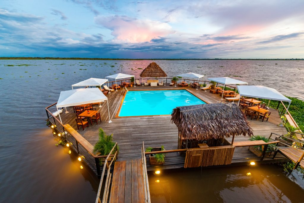 Swimming pool floating in the amazon river in iquitos peru for Achat thermopompe piscine