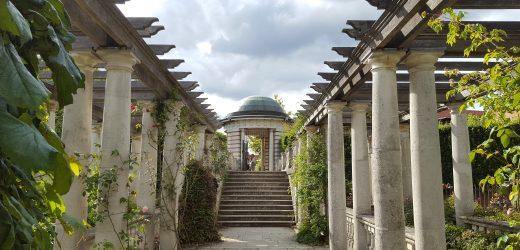 Visiting Hill Garden & Pergola, Hampstead Heath: Photo Gallery